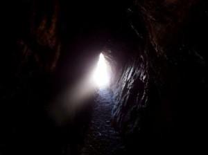 Tunel de una cueva en Nueva Zelanda